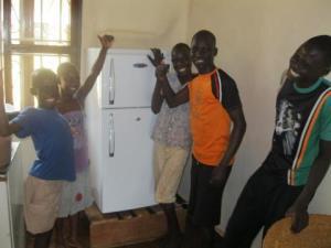met de jongens, koelkast